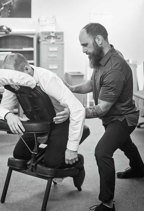 Un massage assis sur chaise en entreprise